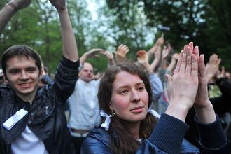 Уровень поддержки власти не зависит от количества счастливых граждан