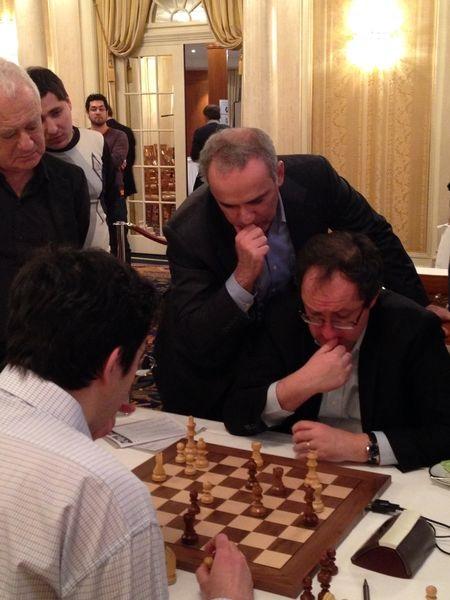 Каспаров, Крамник и Гельфанд обсуждают шахматную партию