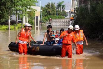 Более ста человек погибли и еще столько же числятся пропавшими без вести в результате сильного наводнения на северо-востоке Китая
