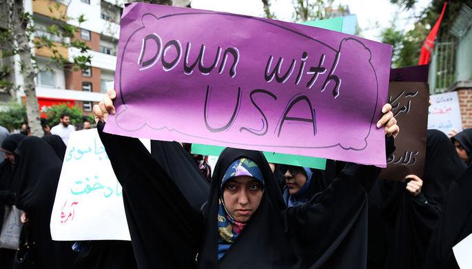 Антиамериканский митинг перед зданием бывшего посольства США в иранском Тегеране, 9 мая 2018 года