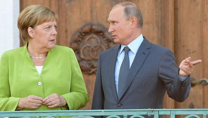 Президент РФ Владимир Путин и федеральный канцлер ФРГ Ангела Меркель во время встречи в резиденции правительства ФРГ Мезеберг, 18 августа 2018 года