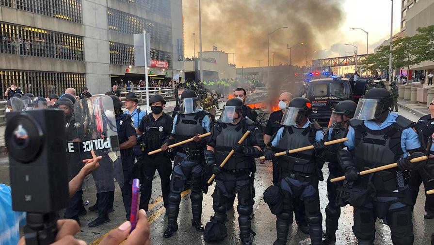 Во время беспорядков у штаб-квартиры CNN в Атланте, США, 30 мая 2020 года