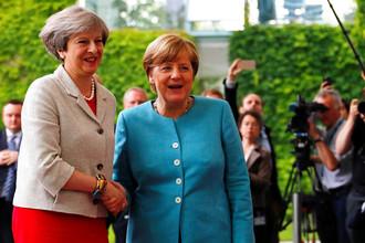 Премьер-министр Великобритании Тереза Мэй и канцлер ФРГ Ангела Меркель во время встречи в Берлине, 2017 год
