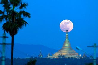 Суперлуние в Нейпьидо, Мьянма