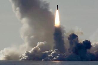 Залповый пуск баллистических ракет «Булава» с подводного крейсера «Юрий Долгорукий»