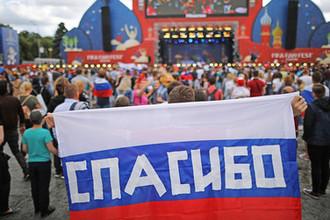 Во время встречи сборной России по футболу со своими болельщиками в фан-зоне на Воробьевых горах в Москве, 8 июля 2018 года