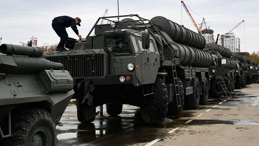 Еще два российских самолета с С-400 приземлились в Турции