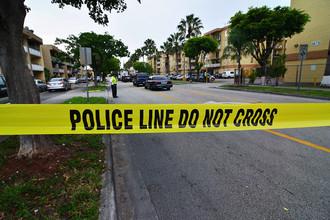 В США полицейские ведут переговоры с преступником, захватившим заложников в банке в штате Луизиана