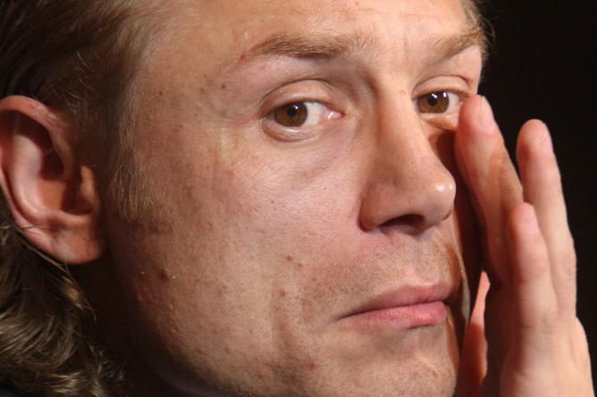 Когда Карпин был генеральным директором «Спартака», то предпочитал официальный стиль вкупе с воском, которым заглаживал волосы.
