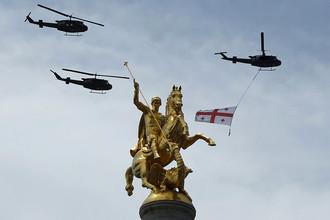 Вертолеты грузинской армии UH-1H во время Дня независимости Грузии