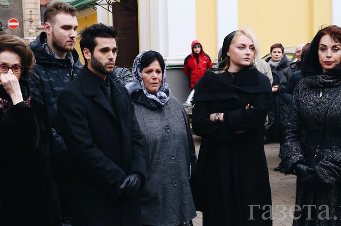 Первая жена Велта Задорнова (слева), дочь Елена (вторая справа), вторая жена сатирика Елена Бомбина (крайняя справа)