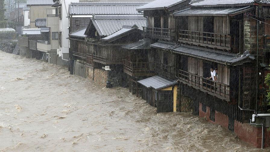 Река Исузу вышла из берегов из-за сильных ливней, вызванных тайфуном «Хагибис», 12 октября 2019 года
