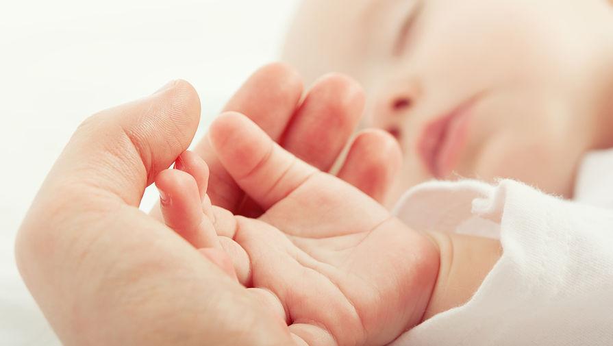 У новорожденного обнаружили новую мутацию коронавируса