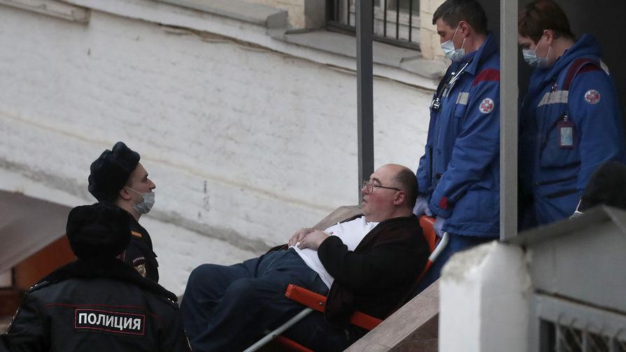 Бизнесмен Шпигель госпитализирован из здания суда