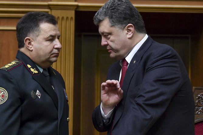 Президент Украины Петр Порошенко (справа) и утвержденный на должность Министра обороны Украины генерал-полковник Степан Полторак на заседании Верховной Рады Украины, 2014 год