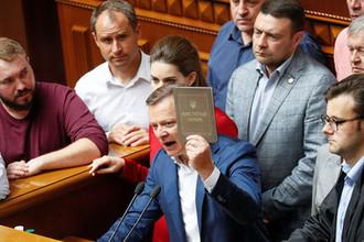 «Раду надо разогнать»: депутаты восстали против Зеленского