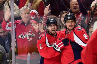 Александр Овечкин (справа) продолжает бить рекорды «Вашингтона» и НХЛ