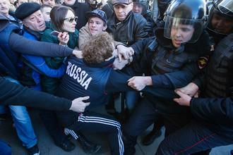 Во время несанкционированного протестного митинга в центре Москвы, 26 марта 2017 года
