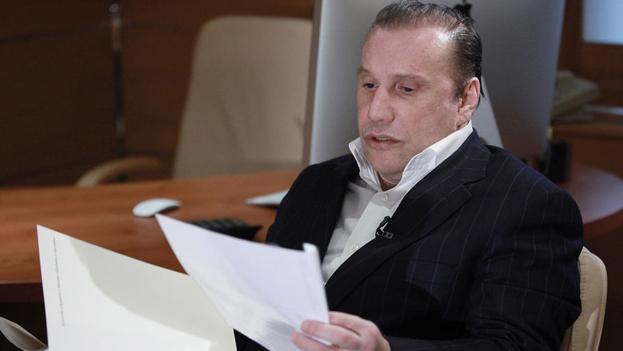Бизнесмен Виктор Батурин во время интервью в Москве, 2011 год