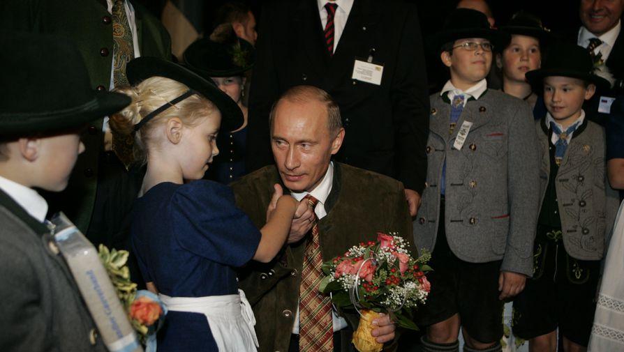Кремль опубликовал новые архивные снимки Путина к 20-летию во власти