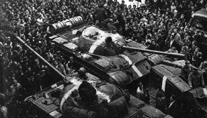 Советские танки Т-55 с «полосами вторжения» во время операции «Дунай», 1968 год