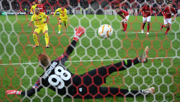 Игроки «Зенита» радуются голу в матче с «Фенербахче»