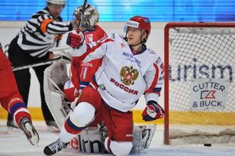 Форвард сборной России Егор Аверин в матче с чехами