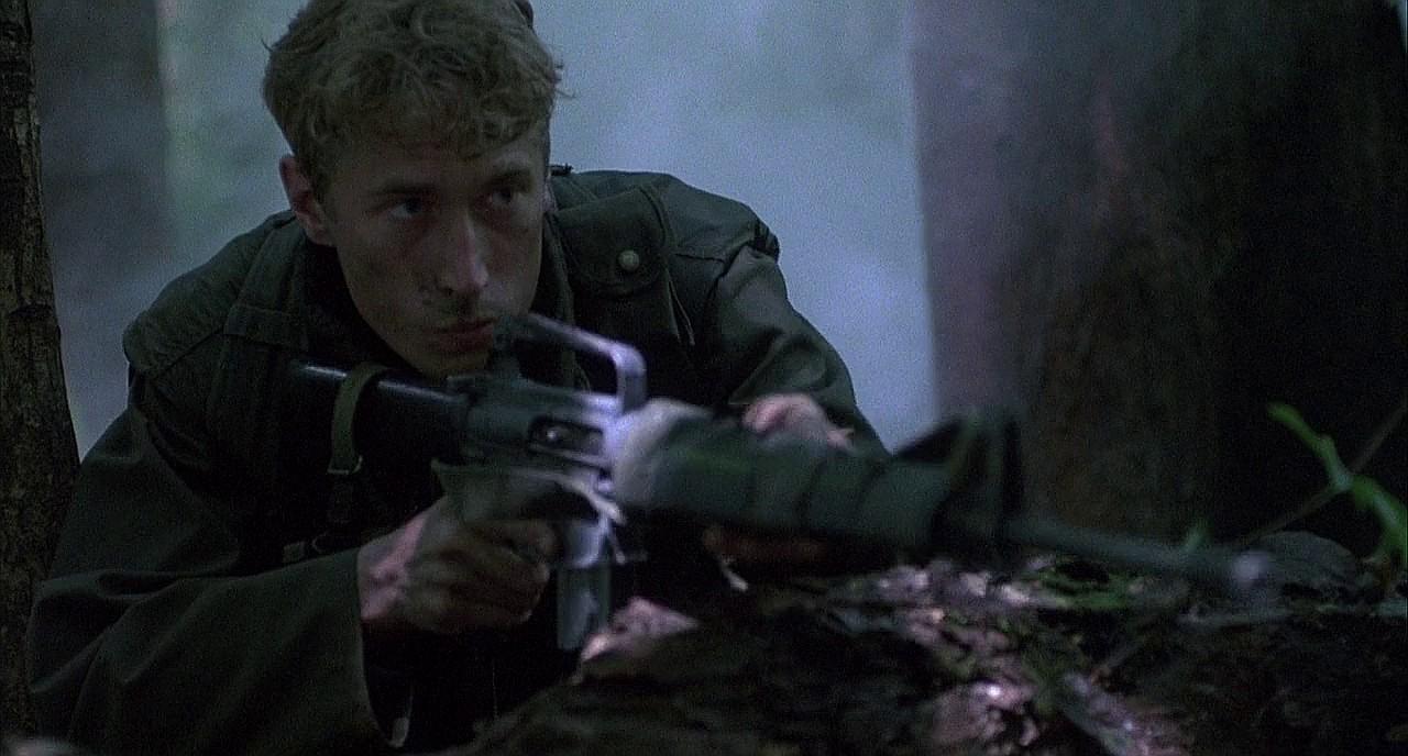 Кадр из фильма «Взвод»
