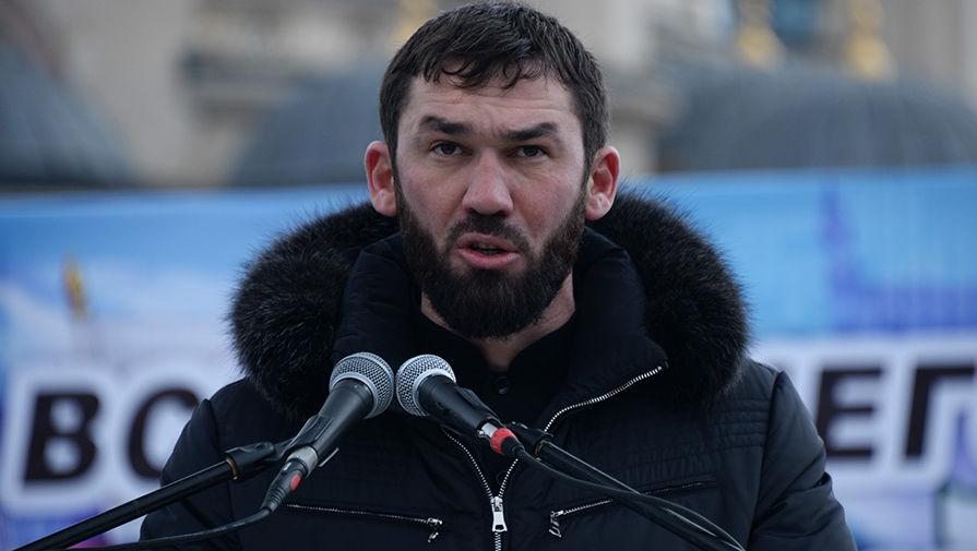 Председатель парламента Чеченской Республики Магомед Даудов выступает на митинге «В единстве наша сила» в поддержку главы Чечни Рамзана Кадырова на площади перед мечетью имени Ахмата Кадырова в Грозном