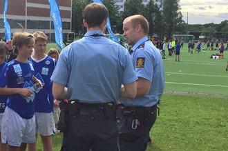 Футболисты норвежской команды рассказывают полицейским о происшедшем