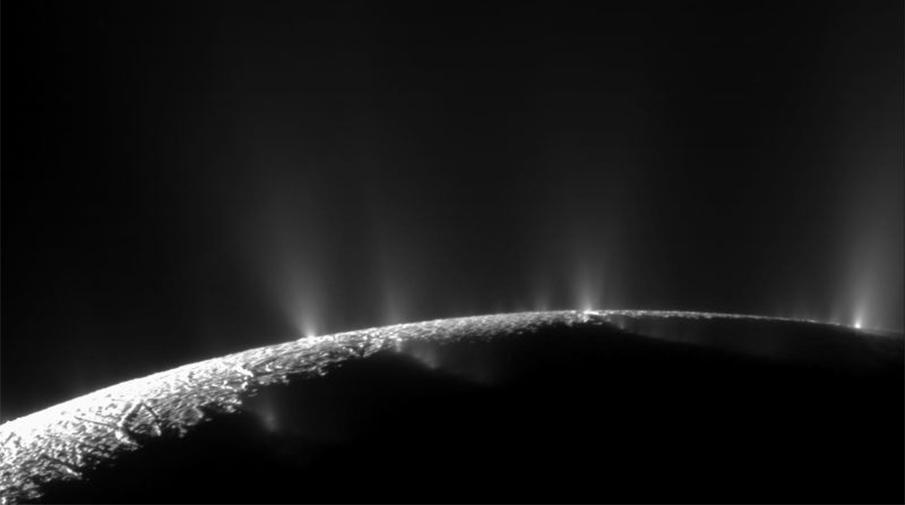Гейзеры на южном полюсе Энцелада