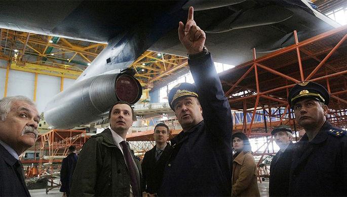 Алексей Рогозин с командующим Военно-транспортной авиации ВКС России генерал-лейтенантом...