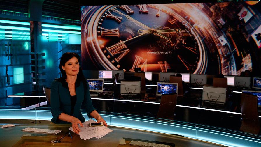 Телеведущая Елена Мещерякова в павильоне первой студии программы «Вести» в здании ВГТРК