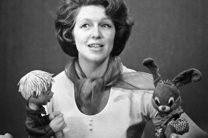 Валентина Леонтьева ведет телепередачу «Спокойной ночи, малыши!», 1966 год