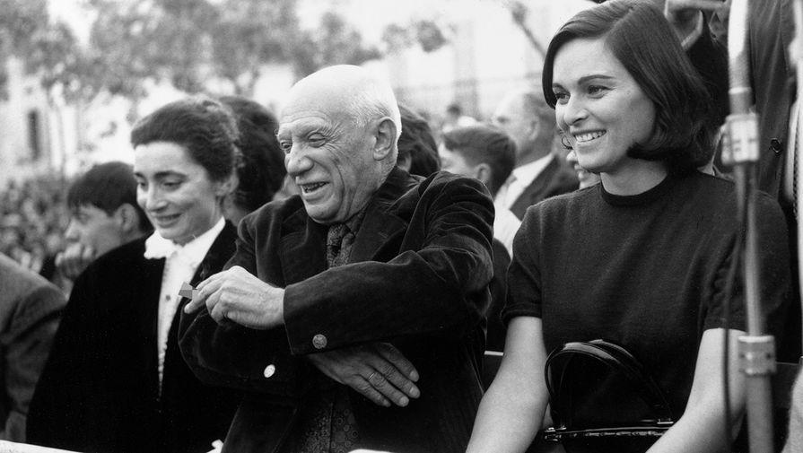 Пабло Пикассо с супругой и Лючия Бозе, 1961 год