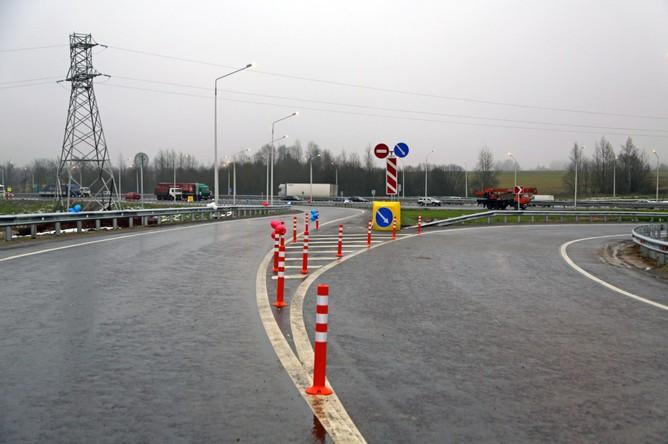 В ходе работ дорожники установили почти 9 км барьерного ограждения, 122 дорожных знака, 2 автобусные остановки