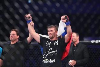 Виталий Минаков — новый чемпион Bellator в тяжелом весе