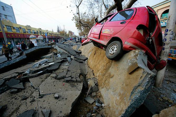 Последствия взрыва нефтепровода в городе Циндао, Китай