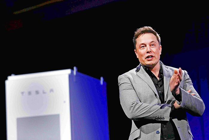 Илон Маск на презентации батареи Tesla Powerwall