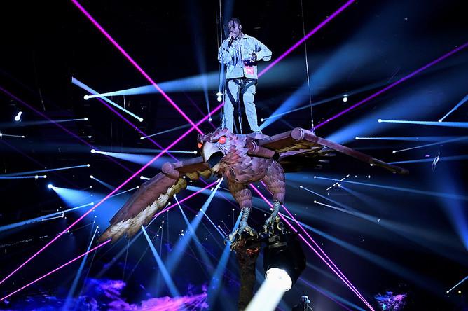 Рэпер Тревис Скотт во время выступления на MTV Europe Music Awards в Лондоне, 12 ноября 2017 года