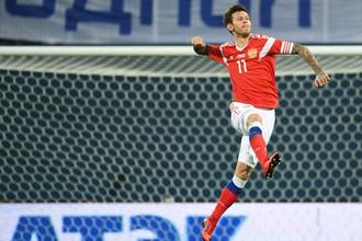 Игрок сборной России Федор Смолов радуется забитому мячу в товарищеском матче между сборными командами России и Испании