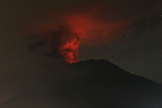 Извержение вулкана Агунг на Бали, 26 ноября 2017 года