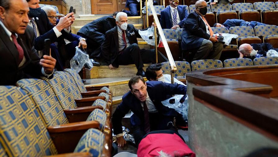 Бюллетени с итогами голосования выборщиков эвакуировали из Капитолия