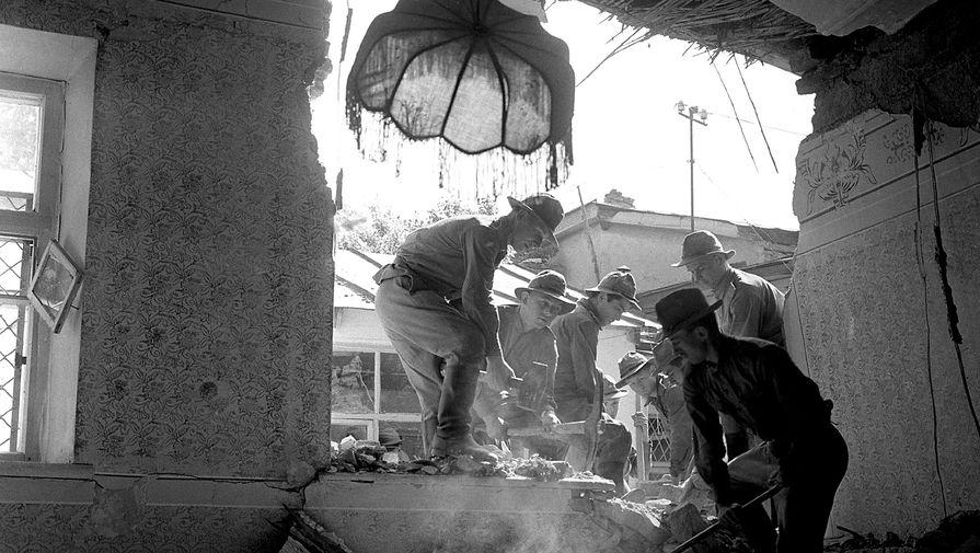 Работы по расчистке завалов после землетрясения в Ташкенте, 25 апреля 1966 года
