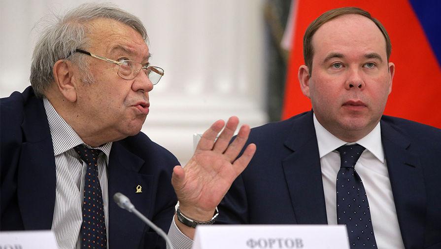 Владимир Путин грозит уволить чиновников, подавшихся в академики