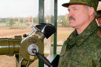 Белорусский президент Александр Лукашенко на стрельбище в Барановичах, октябрь 2016 года