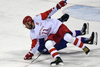 Российский хоккеист Илья Ковальчук в матче группового этапа Олимпийских игр — 2018 против Словакии