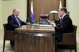 Президент России Владимир Путин и премьер-министр Дмитрий Медведев во время встречи в резиденции «Бочаров ручей», 15 мая 2018 года