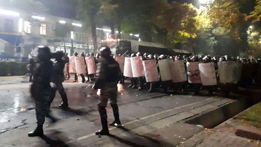 При беспорядках в Бишкеке ранения получили 122 человека