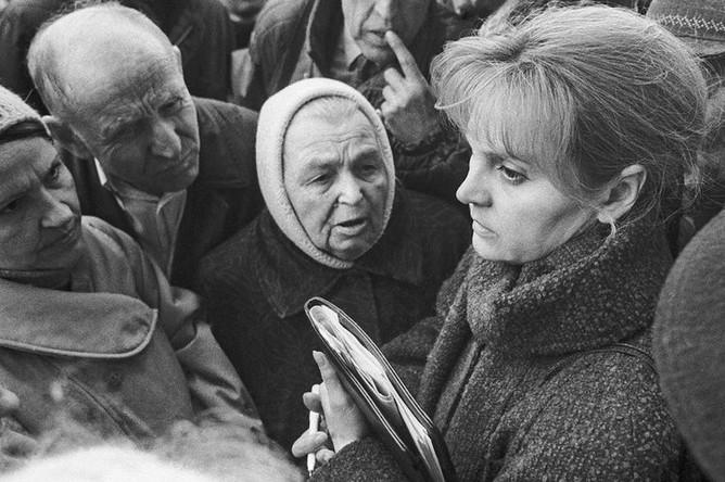 Элла Памфилова на митинге в Москве, 1992 год